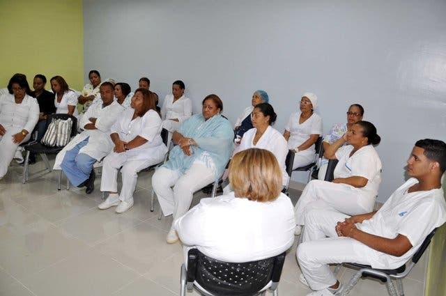 En esta foto de archivo aparecen enfermeras, médicos y empleados del Instituto Dominicano de Seguros Sociales  Hospital presidente Estrella Ureña, en Santiago, que realizaron un paro definitivo en demanda del pago del  aumento salarial por parte del gobierno. Hoy Wilson Aracena
