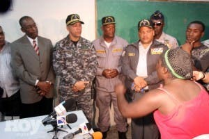 Policía y haitianos se enfrentan por crimen