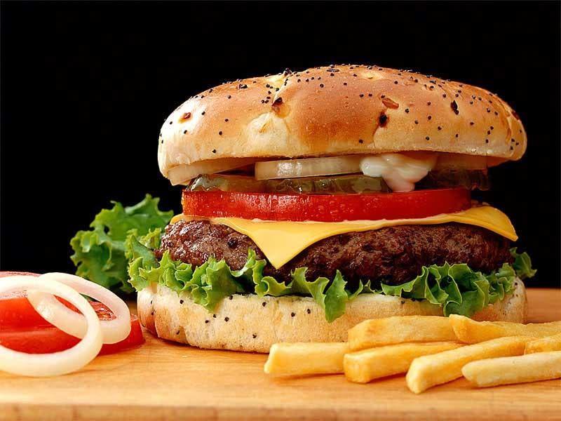 La denominada comida chatarra es perjudicial para la salud. Fuente externa
