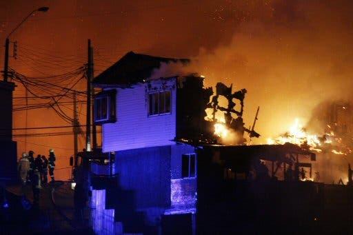 Unesco ofrece ayuda a Chile tras estragos de sismo e incendio