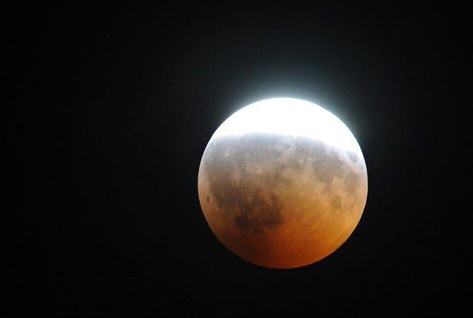 Eclipse lunar total será visible desde toda América la noche de hoy