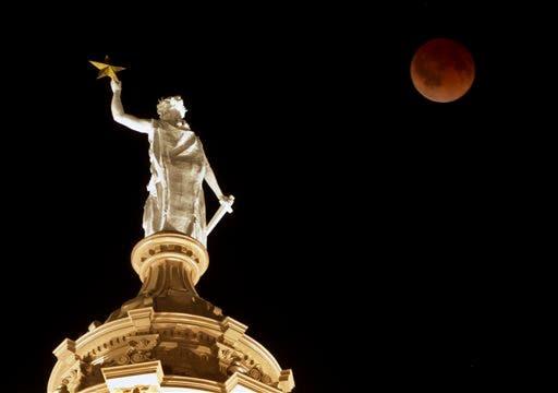 EE.UU. espera con pasión su primer gran eclipse solar en un siglo