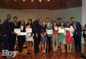 Miembros de la delegación de la UASD en la cuarta edición del Modelo de las Naciones Unidas. Fuente externa.