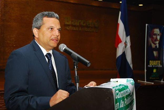 Fidel Santana afirma gobierno Medina defrauda población