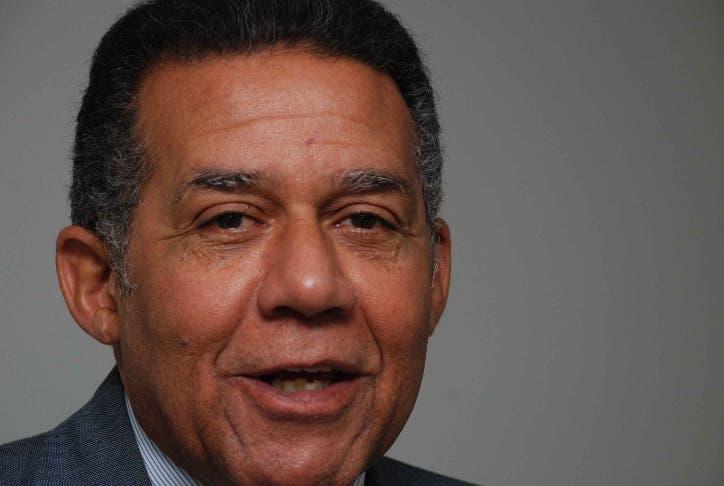 Juan Bolivar Díaz, director Noticiario Teleantillas. Alegría