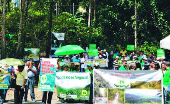 Los cooperativistas  protestaron en la entrada de loma Miranda