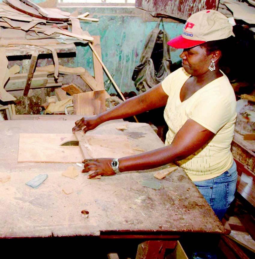 Servidores piden alza de salarios