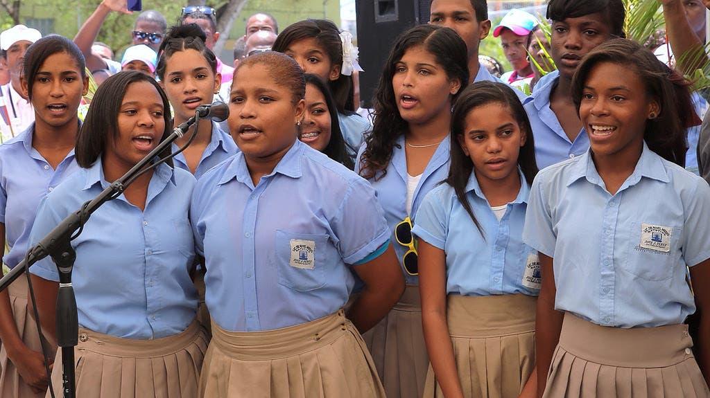 Estudiantes de Villa Velázquez dedican canción al Presidente Medina