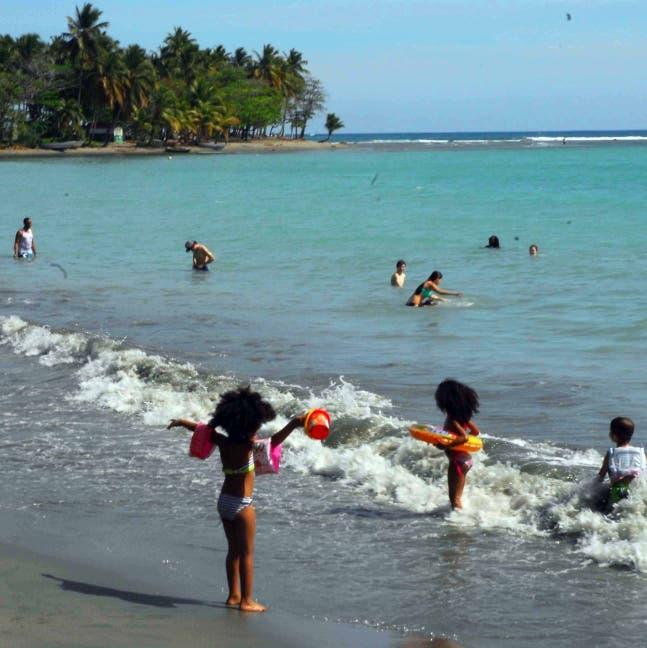 Afirman playa de Boca Chica está apta para ser usada por vacacionistas
