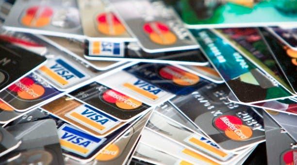 Apresan tres personas por estafa millonaria con tarjetas clonadas