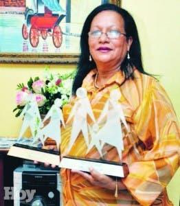 Ana Iris Cáceres fue galardonada como madre ejemplar