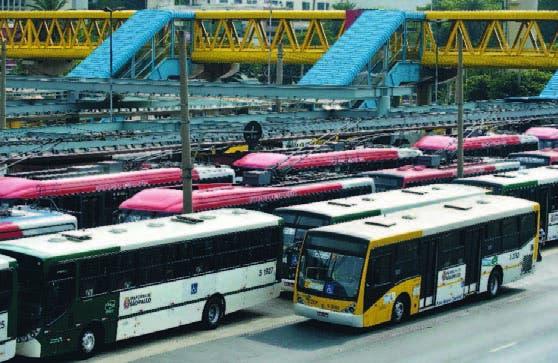 Autobuses paralizados en las afueras de la terminal por segundo día