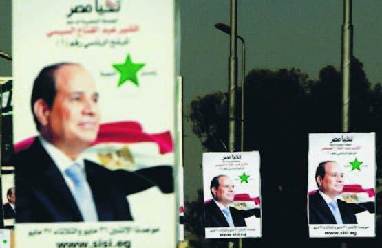 Carteles de Abdel Fatah al Sisi en una vía de El Cairo, Egipto