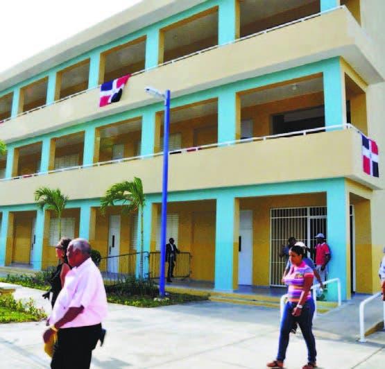 El Gobierno ha construido más de 2,000 nuevas aulas
