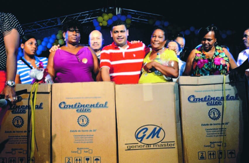 El diputado Tulio Jiménez organizó fiesta amenizada con Peña Suazo y distribuyó más de 3 mil regalos