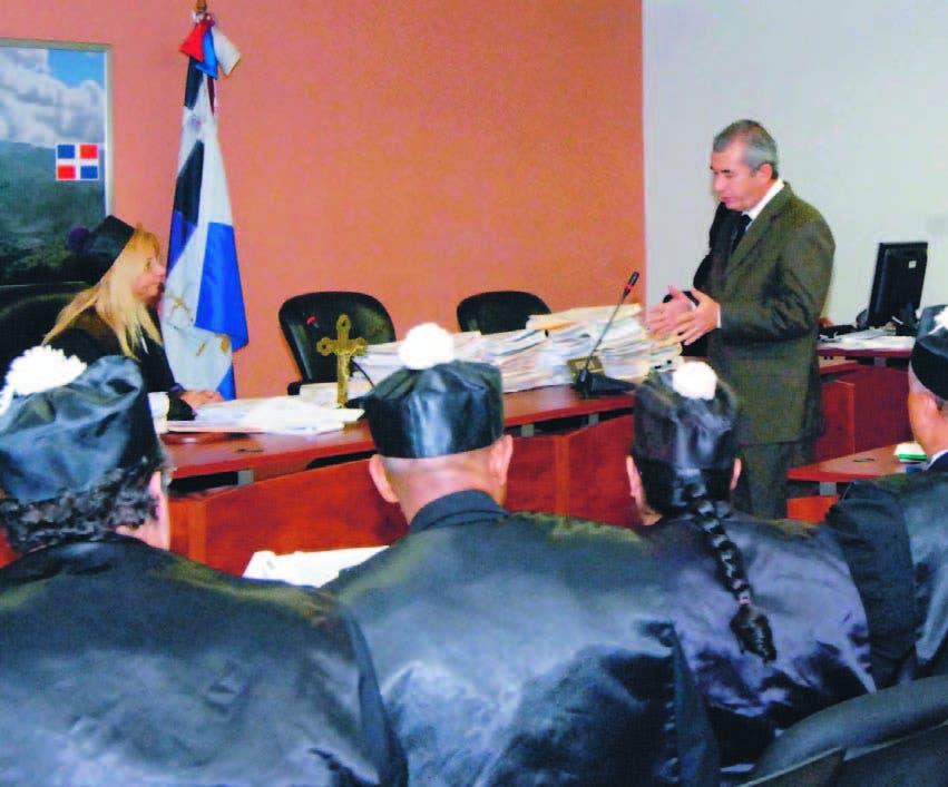 El director de Mensuras Catastrales mientras exponía ante la jueza Beard Marcos, en el caso Bahía Águilas
