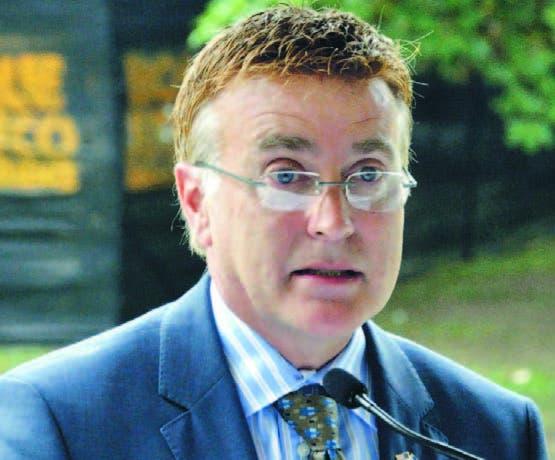 El embajador  James Wally Brewster cree hay que mejorar educación