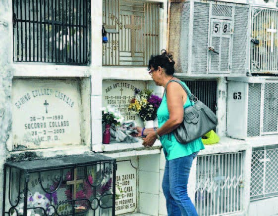 El flujo de visitantes a los cementerios se incrementó