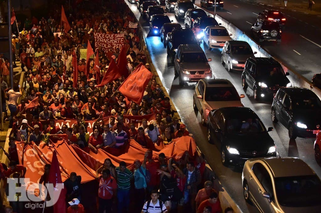 TOPSHOTS-BRAZIL-WC-2014-PROTEST