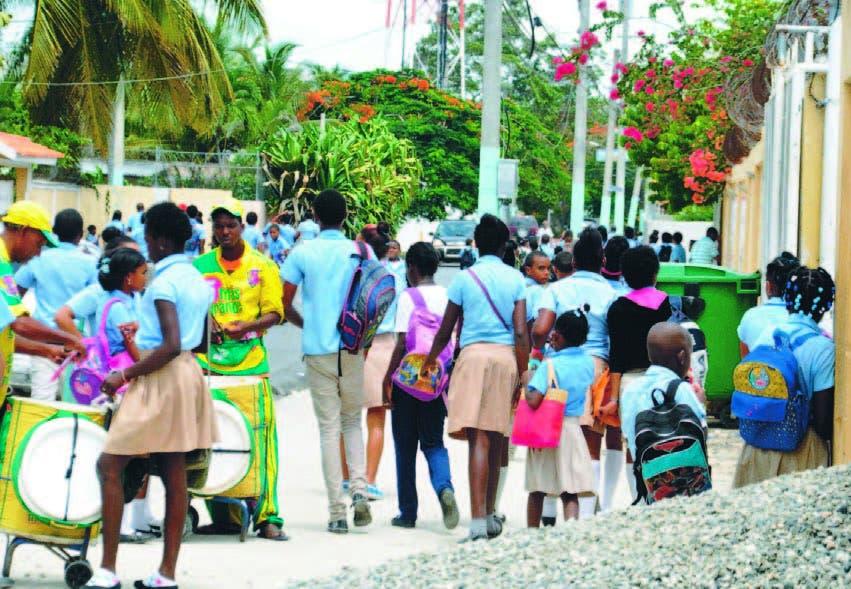 En un recorrido por escuelas del municipio de Boca Chica se detectó a muchos estudiantes con el virus