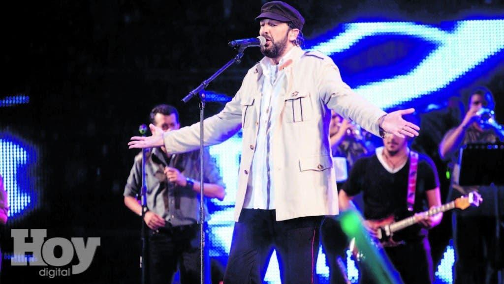 """Entre los reconocimientos logrados por el cantautor dominicano Juan Luis Guerra, en 2010 fue homenajeado por los Premios Juventud de Miami, Florida, como """"Ídolo de Generaciones"""""""