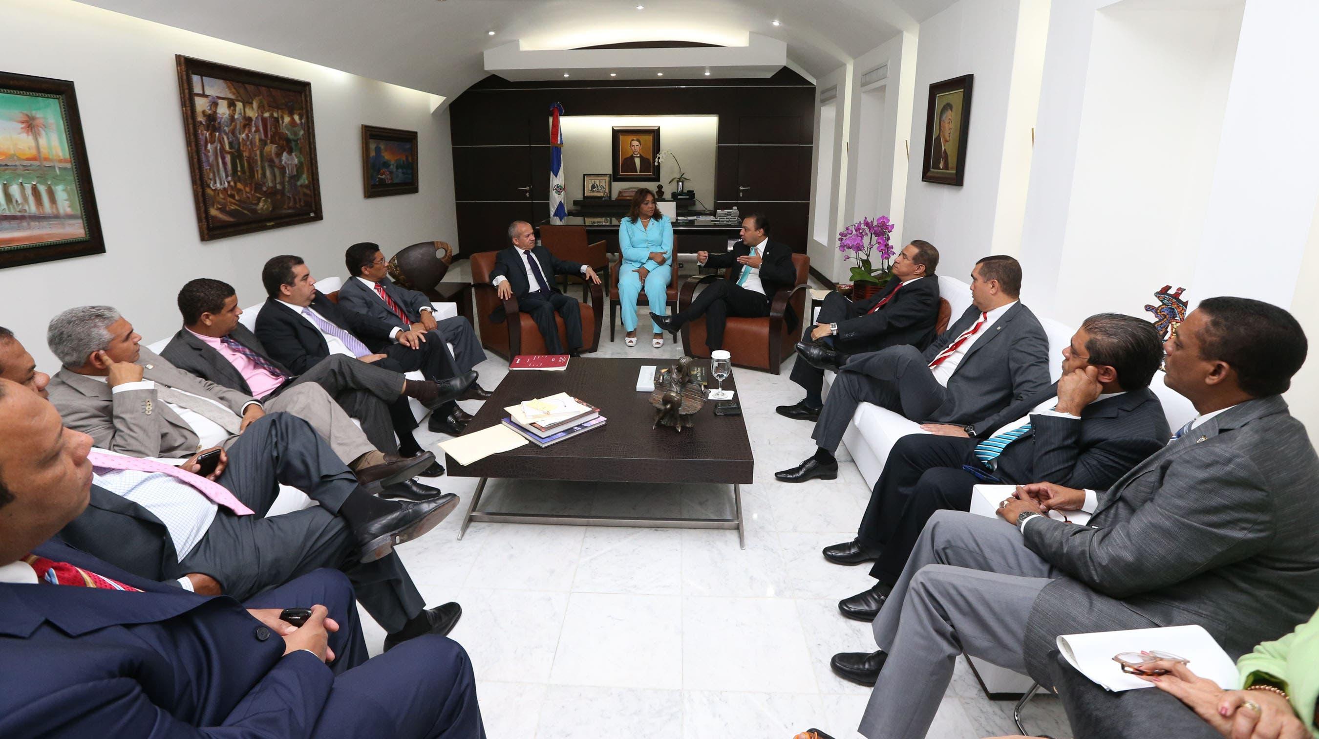 Ministro busca auxilio diputados para chikungunya