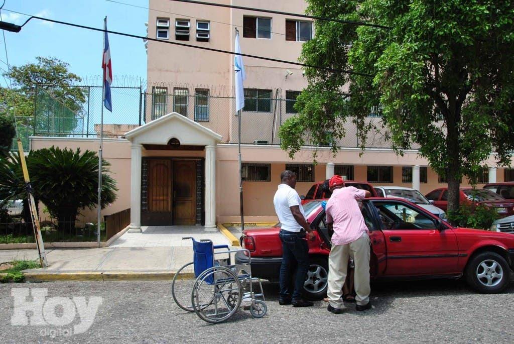 Fachada Centro medico Semma Santo Domingo Hoy- Gina De Camps / 26-5-2014