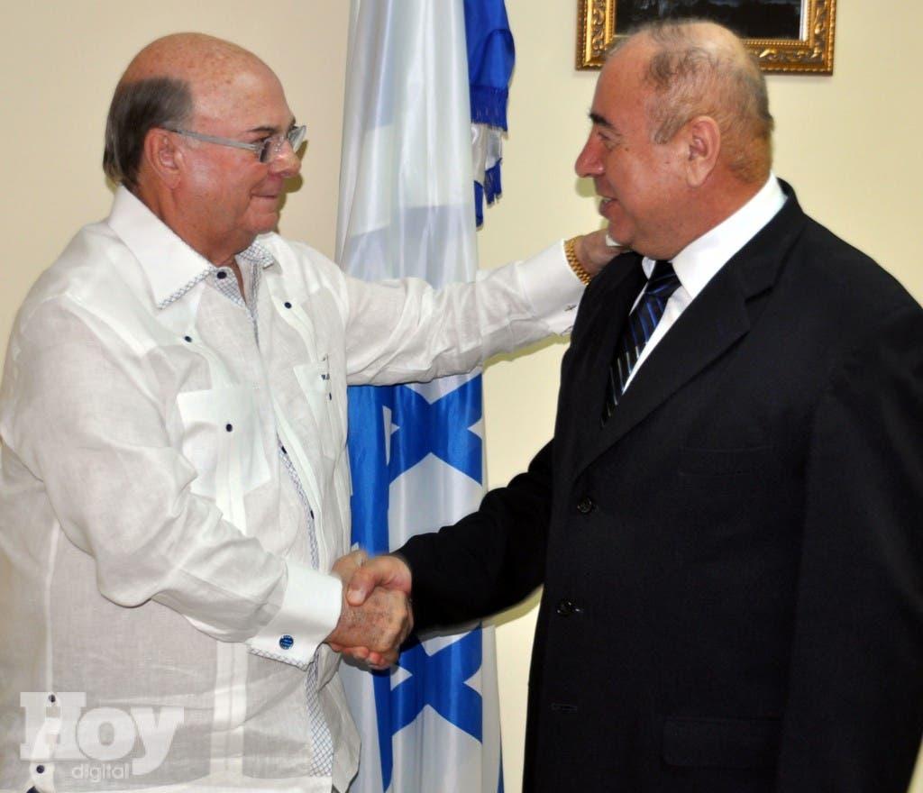 El expresidente Hipólito Mejía y el embajador israelí Bahij Mansour.