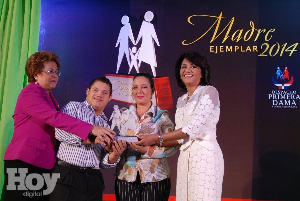 Despacho  Primera Dama reunió 100 madres elegidas en todo el país.