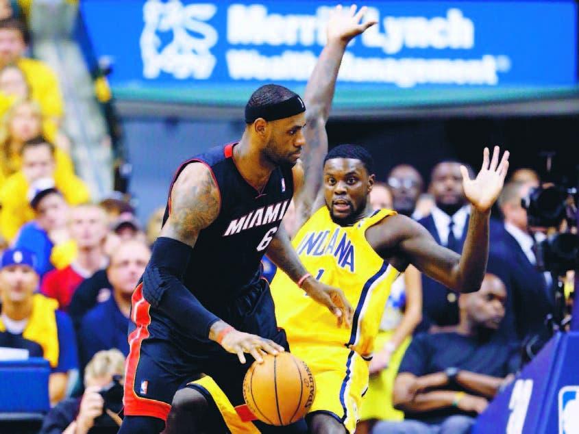 LeBron James encestó 22 puntos para el equipo de Miami frente a Indiana en la noche de ayer