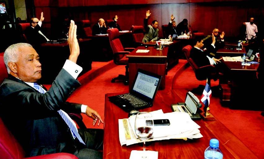 Los senadores aprueban la ley que favorece a los nacidos aquí de padres extranjeros indocumentados