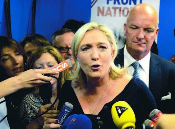 Marine Le Pen, del Frente Nacional francés, habla a los medios