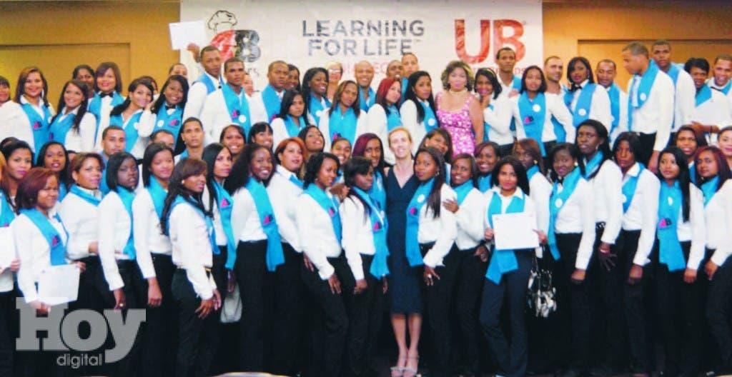 Parte de los  más de cuatro mil jóvenes que han  participado en el programa de formación  técnica en las áreas  turística, hotelera y gastronómica
