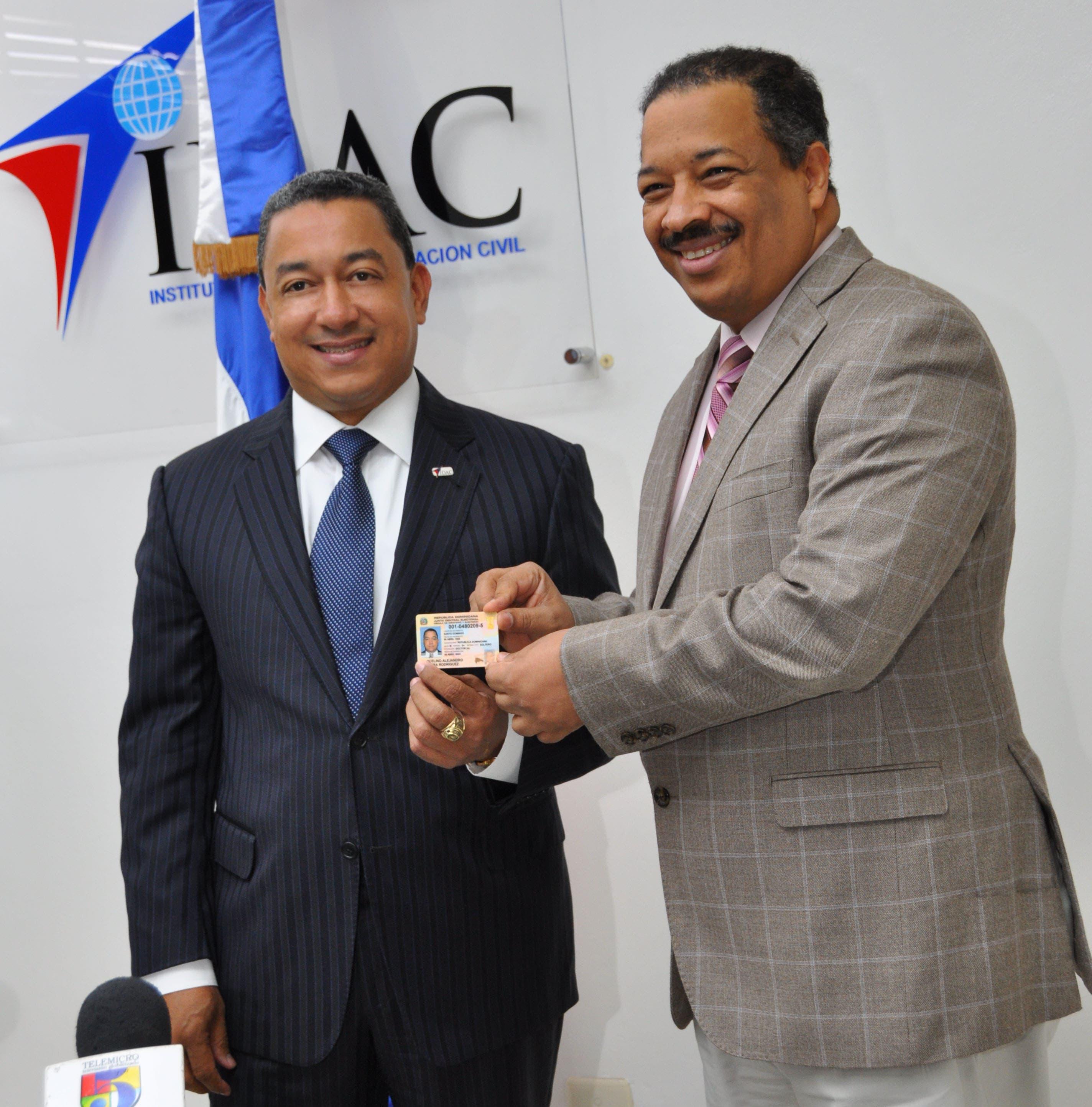 Director del IDAC destaca calidad nueva cédula electoral