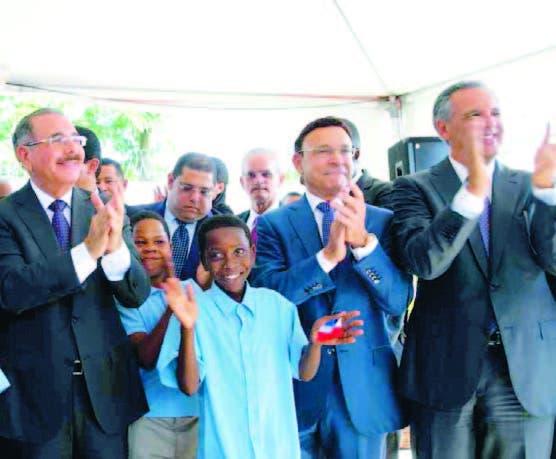 Gobierno inaugura 20 escuelas para Tanda Extendida