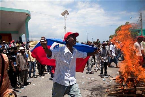 Al menos un herido en Haití en protestas por tres años de Martelly en el poder