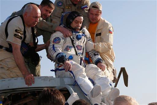 Cápsula espacial de carga regresa a la Tierra