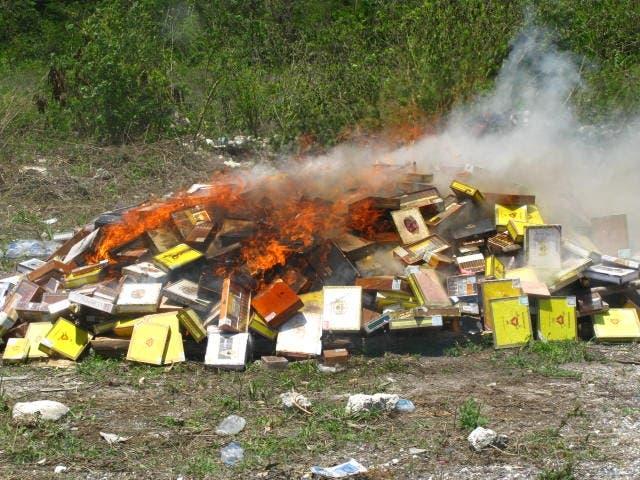 Incineran más de 1,600 cajas de cigarros falsificados valoradas en nueve millones de pesos