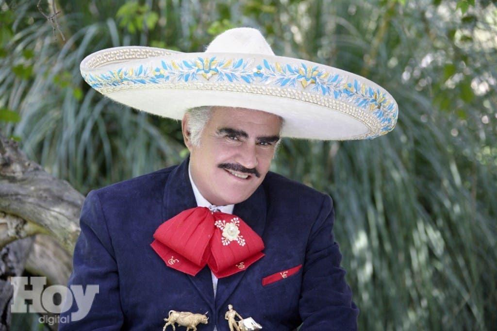 Cantante mexicano Vicente Fernández dedica canción en apoyo a Hillary Clinton
