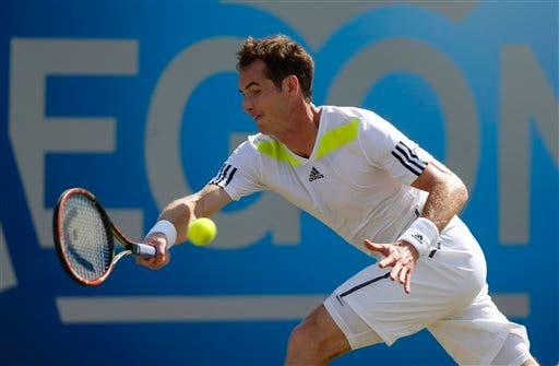 Andy Murray durante un encuentro con Radek Stepanek en el tenis de Londres el 12 de junio del 2014. (AP Foto/Sang Tan). Archivo.