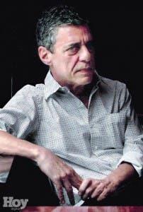 Chico Buarque nació el 19 de junio de 1944 en Río de Janeiro en el seno de una familia intelectual
