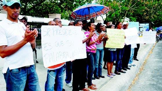 Desalojados por Circunvalaciíón de SD exige indemnización en MOPC