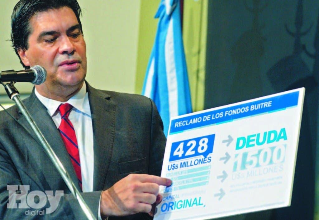 """El jefe de Gabinete Jorge Capitanish habla sobre los """"fondos buitres"""" durante una ceremonia celebrada el 17 de junio del 2014"""