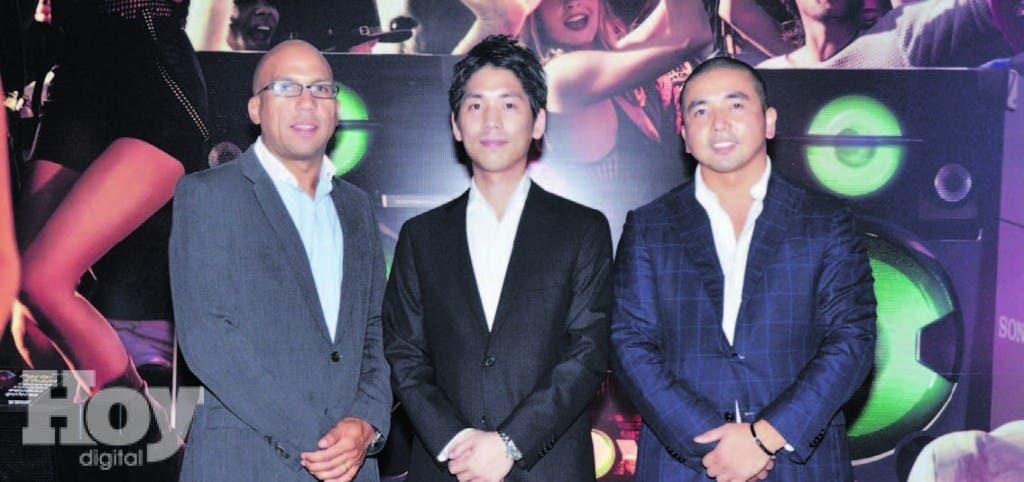 Eligio Rodríguez del Orbe, brand manager de Sony Dominicana; Hidehiko Ohara, gerente de audio de Sony Inter-American y Makoto