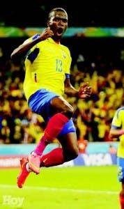 Enner Valencia, de Ecuador, celebra luego de anotar el segundo gol