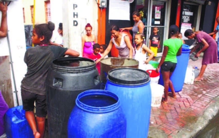 Entre Pueblo Nuevo y Savica esperan por un camión que suministre agua para calmar la escasez