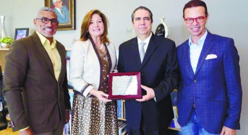 Fidel López, Mirka Morales,  Francisco Javier García y Sócrates McKinney