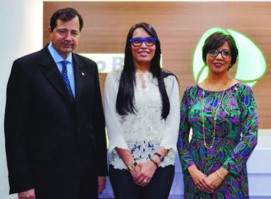 Francina Hungría, Steven Puig y Josefina Navarro en el acto