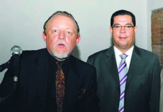 Henri Hebrard y Julio A. Fernández en el conversatorio