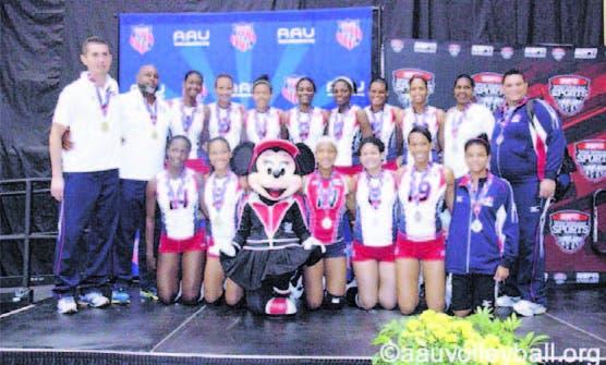 Integrantes de la selección dominicana que ganó plata en voleibol
